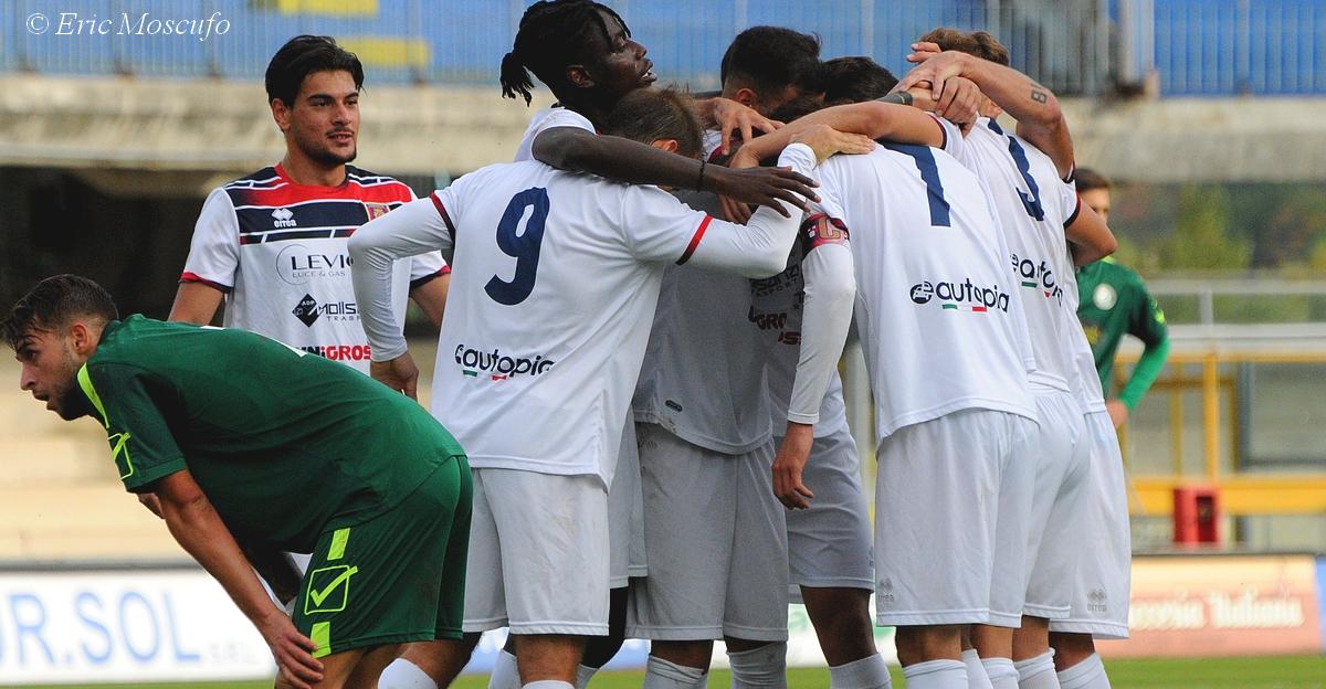 Il Campobasso festeggia il 3-0 tra lo sconforto del Matese