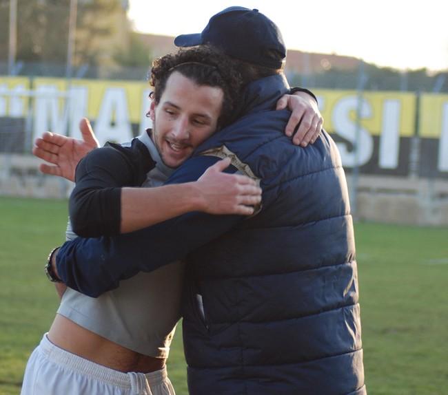 L'abbraccio a Franceschini dopo il gol