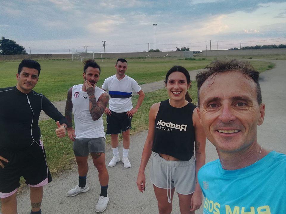 Vittorio insieme ai suoi amici in allenamento