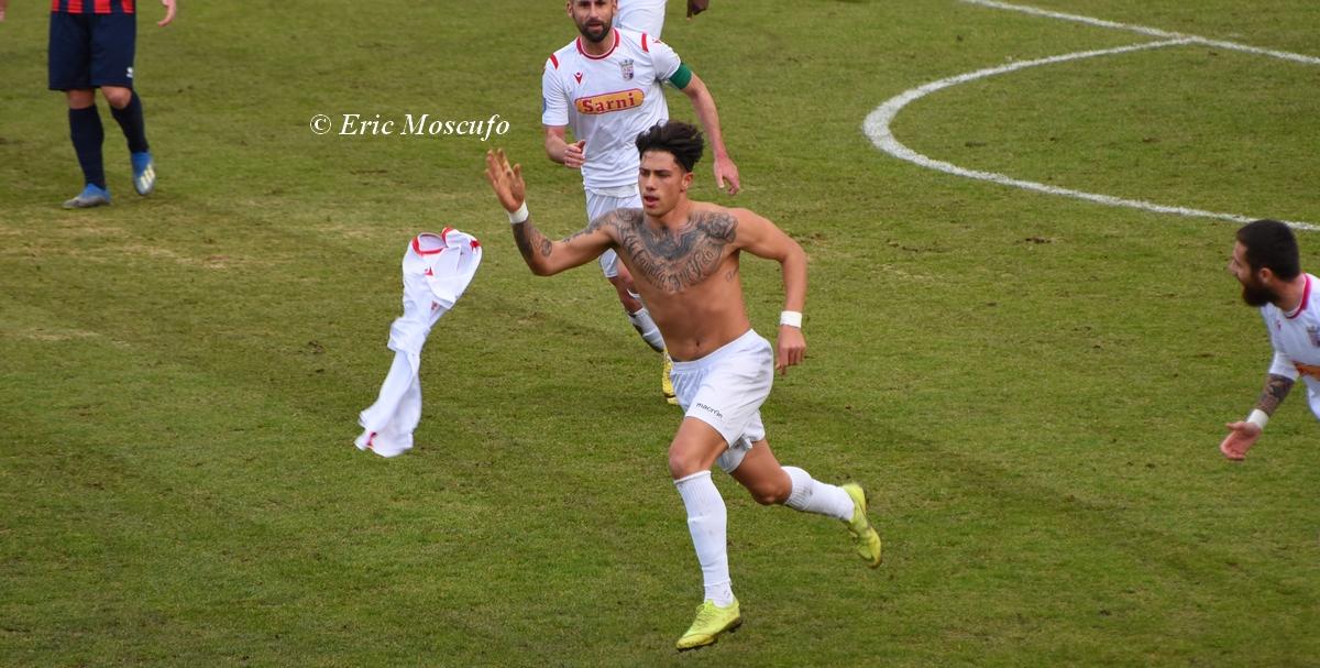 Valerio si toglie la maglietta dopo il grn gol dell'1-1