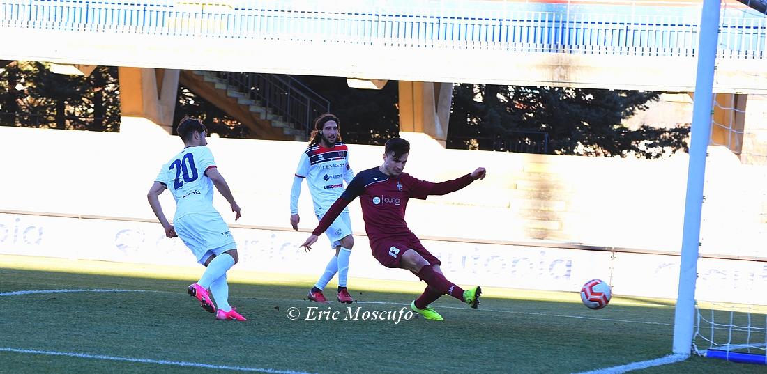 Di Domenicantonio chiude il suo pregevole slalom infilando in porta il pallone del 4-1