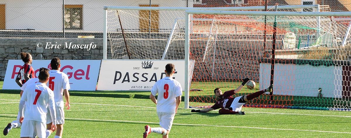 Il rigpore del 4-0 realizzato col cucchiaio da Esposito