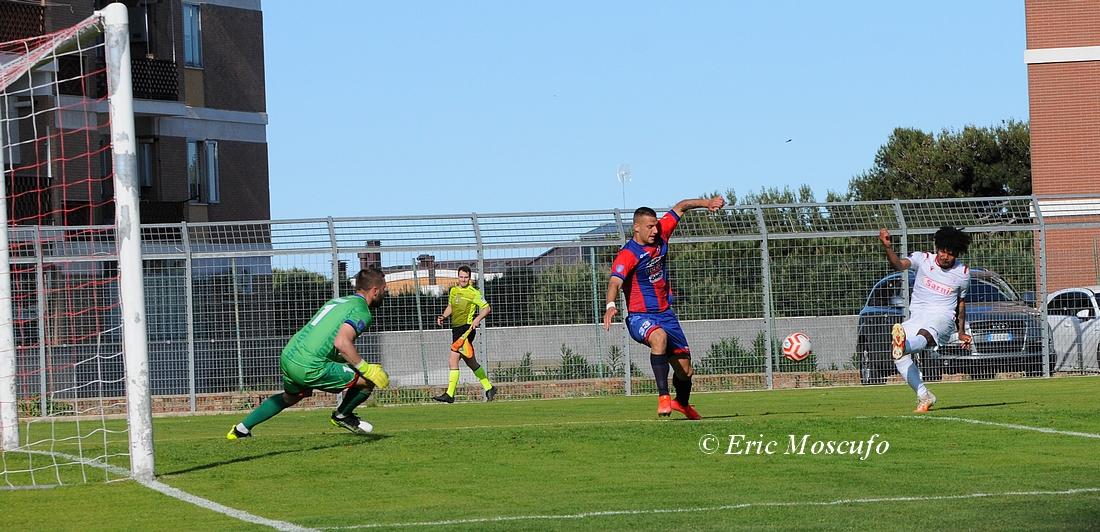 Gol 1-0, Mamona calcia
